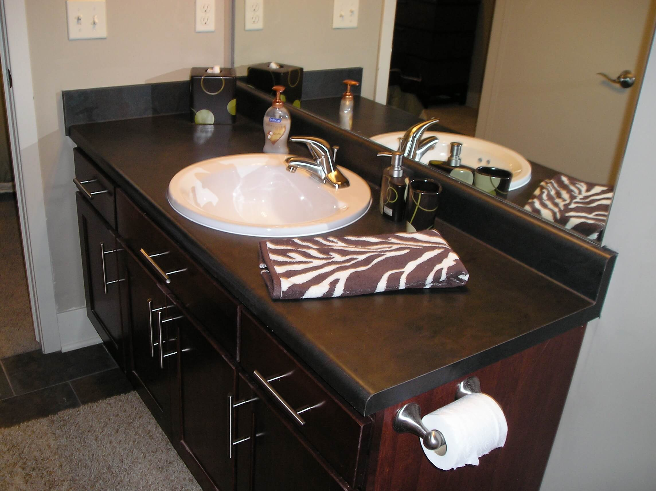 VT Industries Dimensions Laminate Countertops Tempo